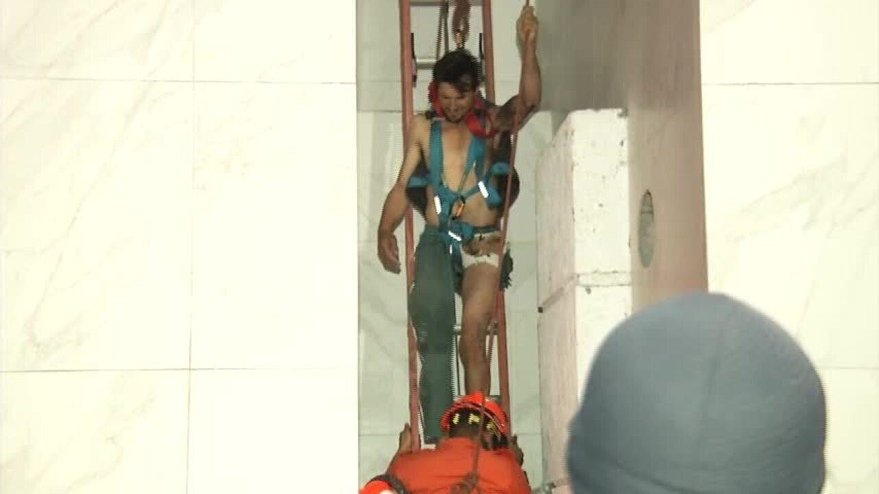Homem sobrevive a choque em poste e é resgatado pelos bombeiros