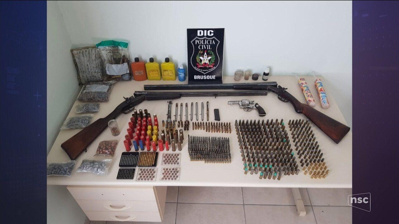 Operação da Polícia Civil prende suspeitos de vender drogas próximo de escolas em SC