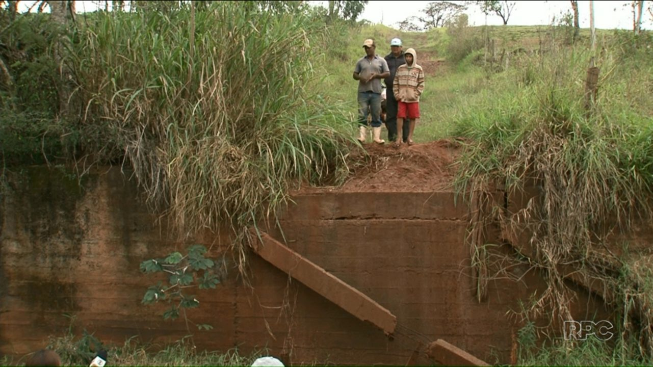 Produtores de um distrito de Alto Paraná cobram reconstrução de ponte