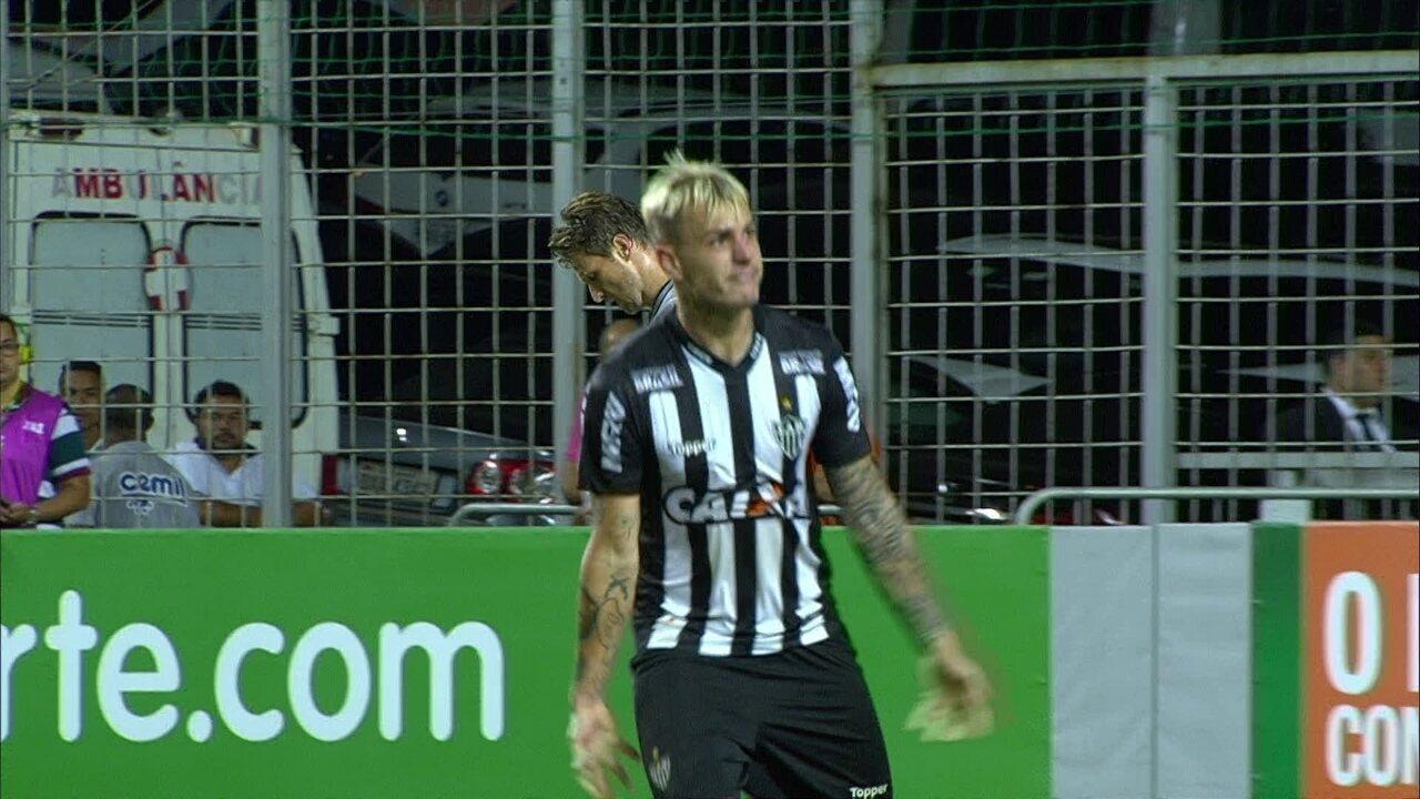 Gol do Atlético-MG! Róger Guedes recebe na entrada da área e acerta o chute, 35 2º