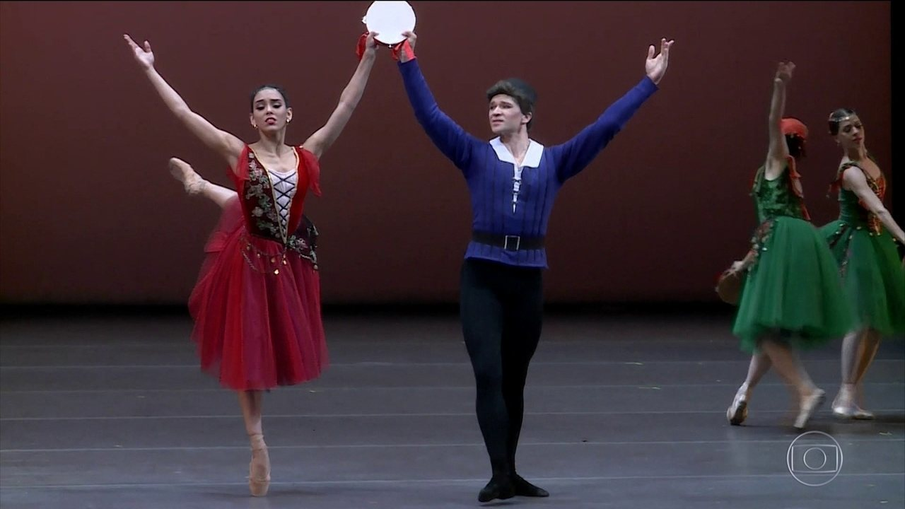 Bailarina brasileira brilha na Rússia