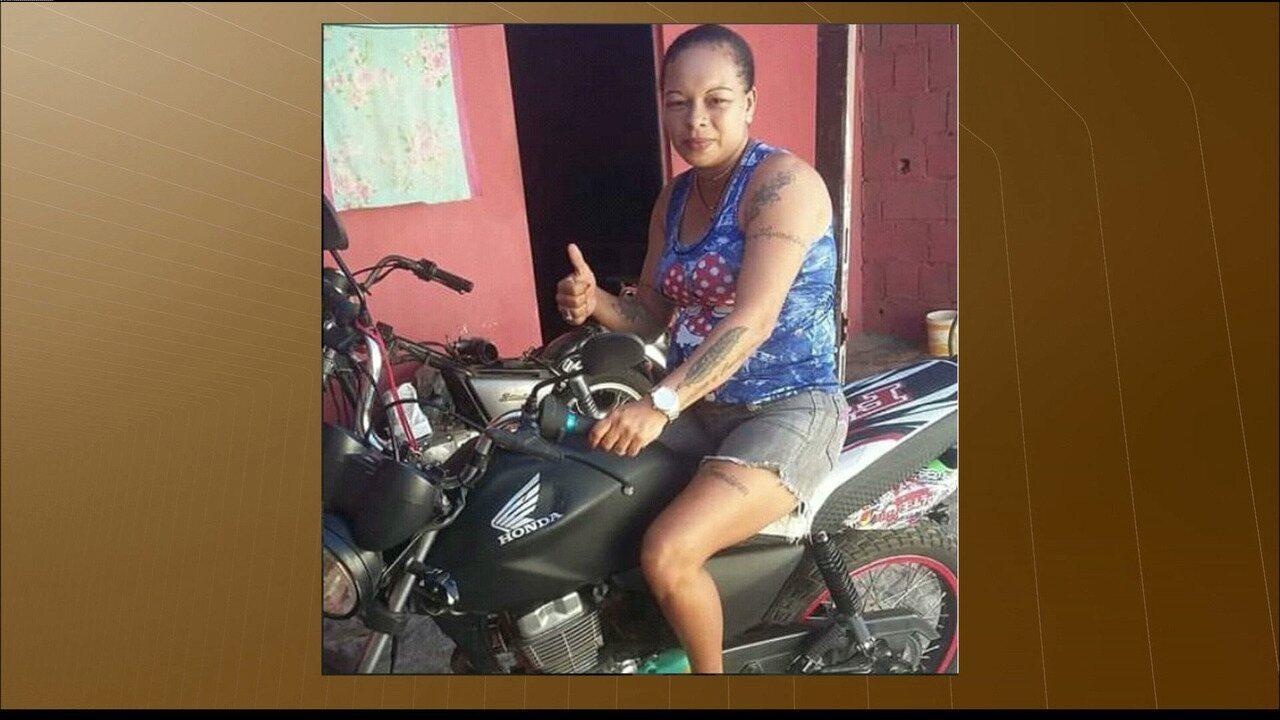Mulher é morta por tiros disparados de dentro carro em João Pessoa