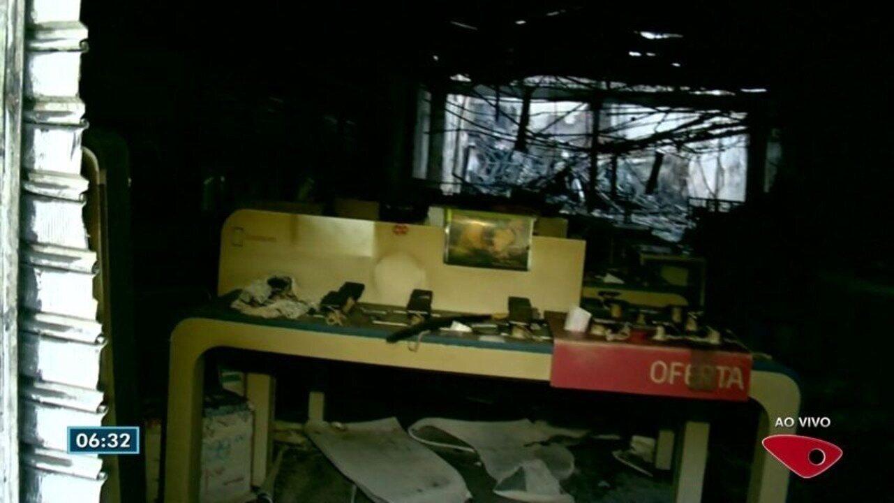 Incêndio destrói loja de eletrodomésticos no Centro de Vitória