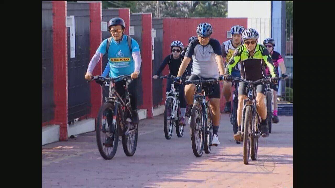 Ciclistas homenageiam trabalhador que morreu atropelado por jovem em Uberlândia
