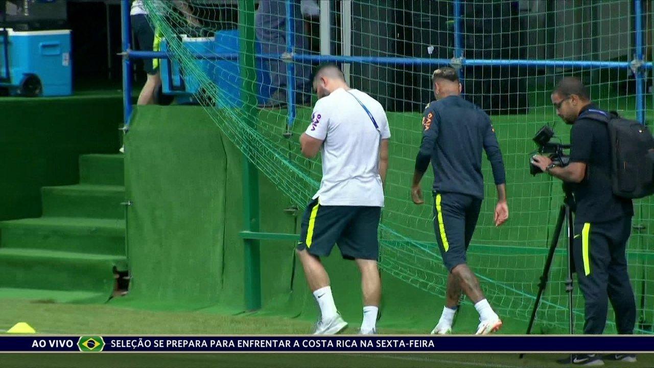 Neymar deixa treino mais cedo mancando