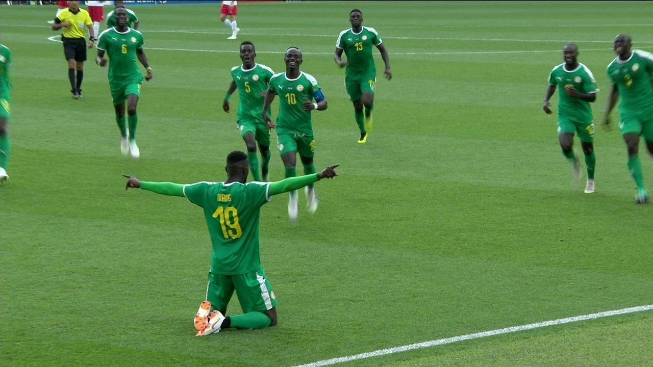 Gol de Senegal! Krychowiak erra recuo, Niang se antecipa e amplia aos 15 do 2º tempo