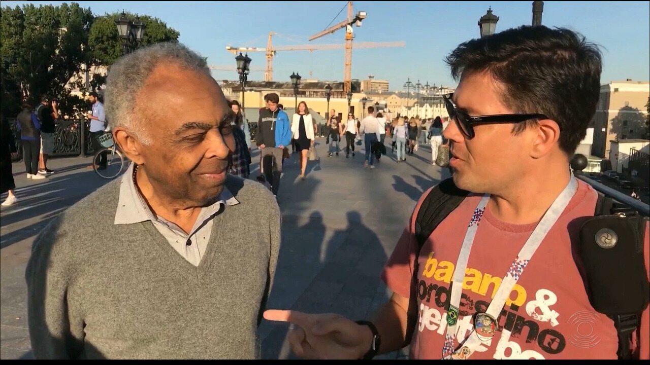 #PartiuRússia: Gilberto Gil passeia por Moscou e manda axé para o Brasil na Copa