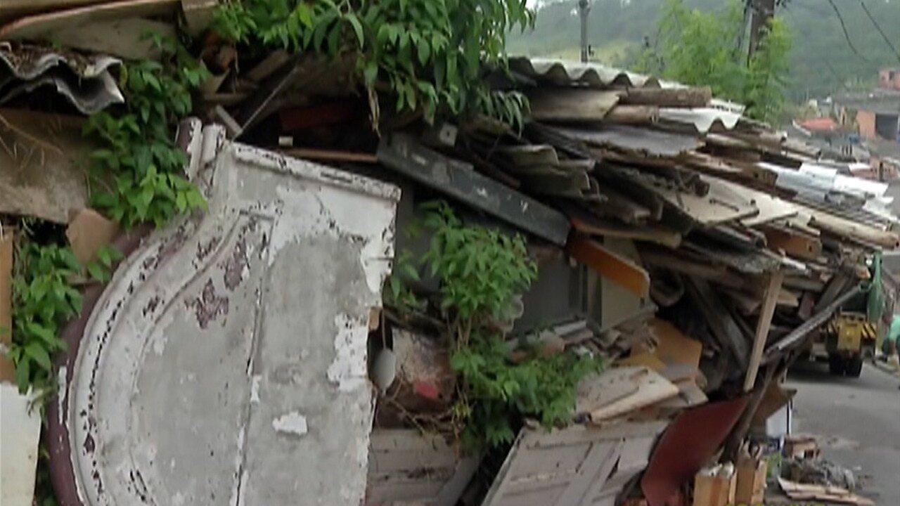 Limpeza de terreno da 'casa de lixo' termina nesta quinta em Mogi das Cruzes