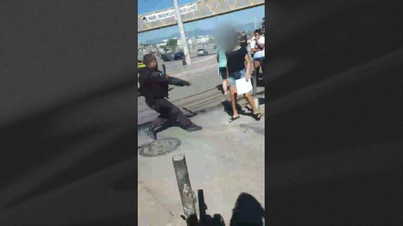 Vídeo mostra PM agredindo jovem em manifestação, no Rio de Janeiro