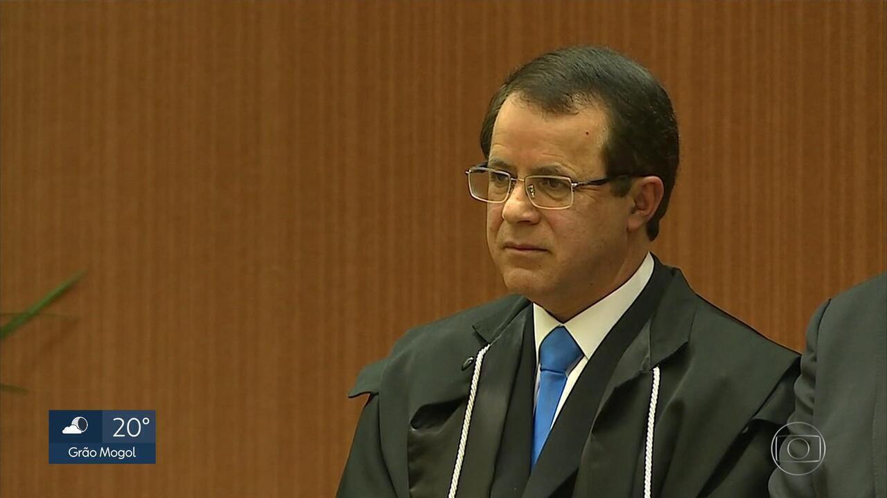 Desembargador Pedro Bernardes toma posse como novo presidente do TRE-MG