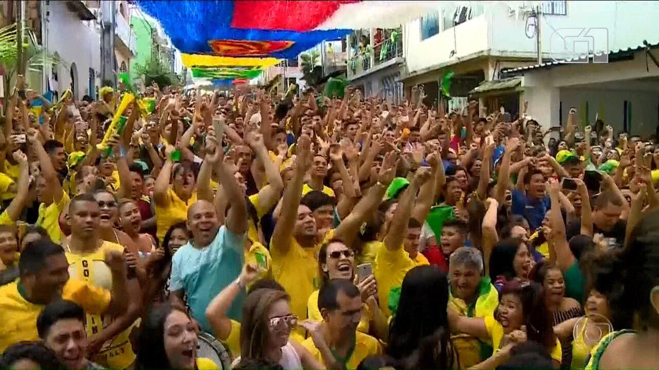 Veja momento em que torcida comemora gols do Brasil contra Costa Rica