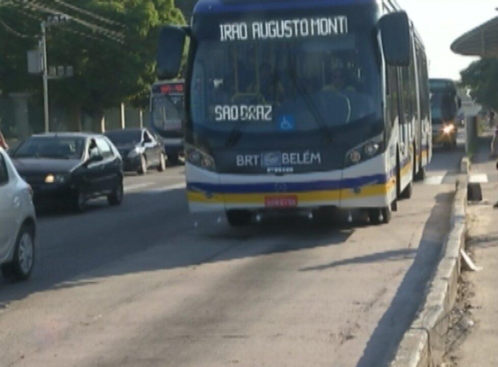 Faixa expressa do BRT está repleta de buracos e sem os bloquetes de separação das pistas