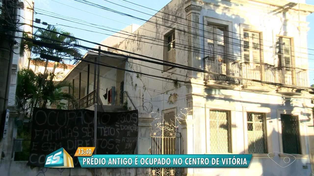 Mais um prédio abandonado é ocupado por famílias sem moradia em Vitória