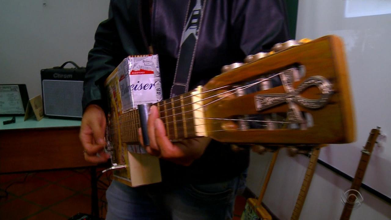 Resultado de imagem para Músico de Santo Ângelo cria guitarra com material reciclado Músico de Santo Ângelo cria guitarra com material reciclado