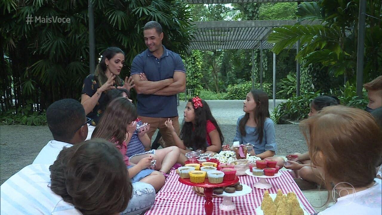 A chef Lidiane Barbosa prepara opções saudáveis para o lanche da criançada