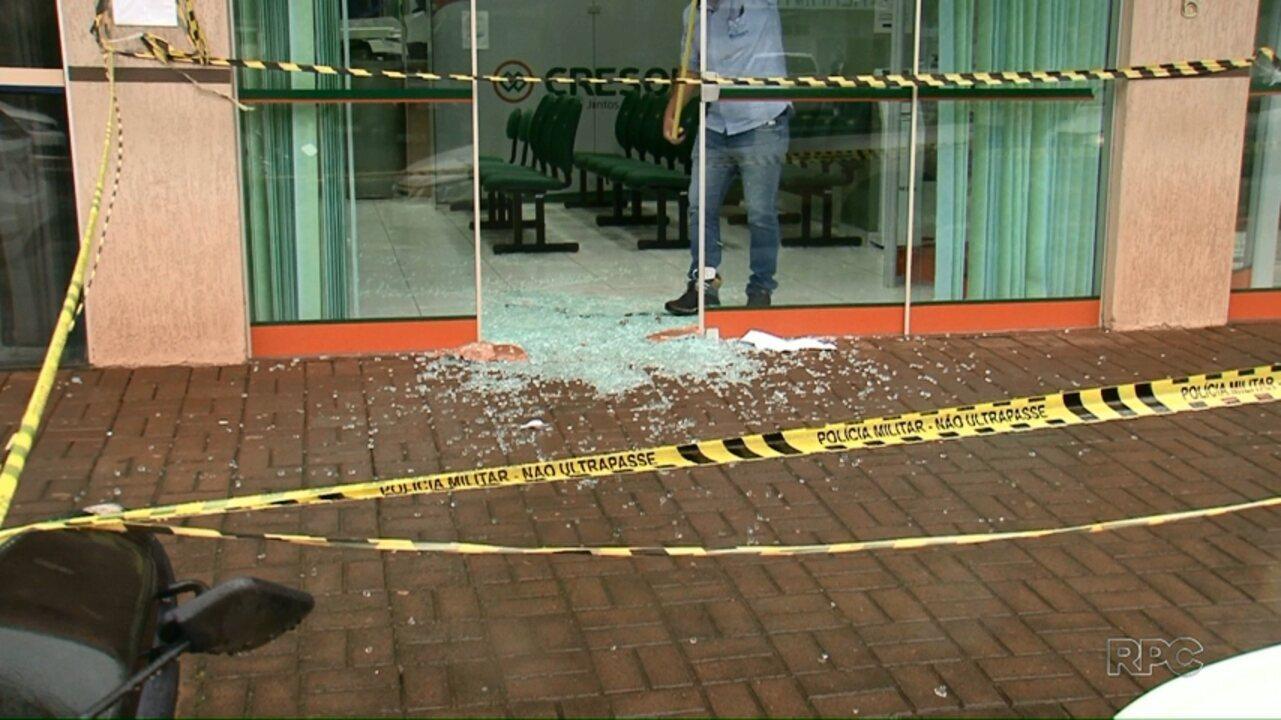 Equipe da RPC ouve pessoas que foram feitas reféns em assalto a agência bancária