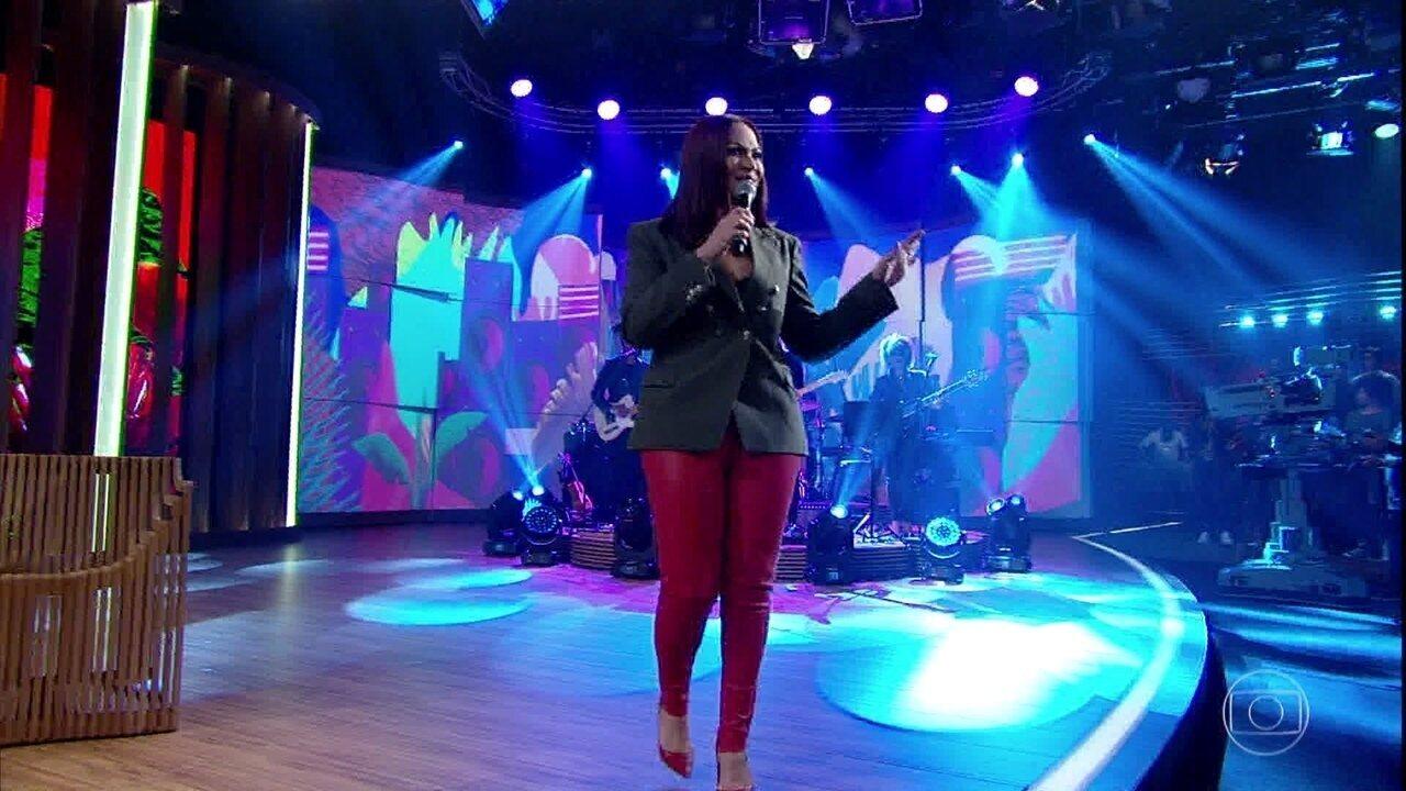 Solange Almeida canta 'Cozido da Patroa'