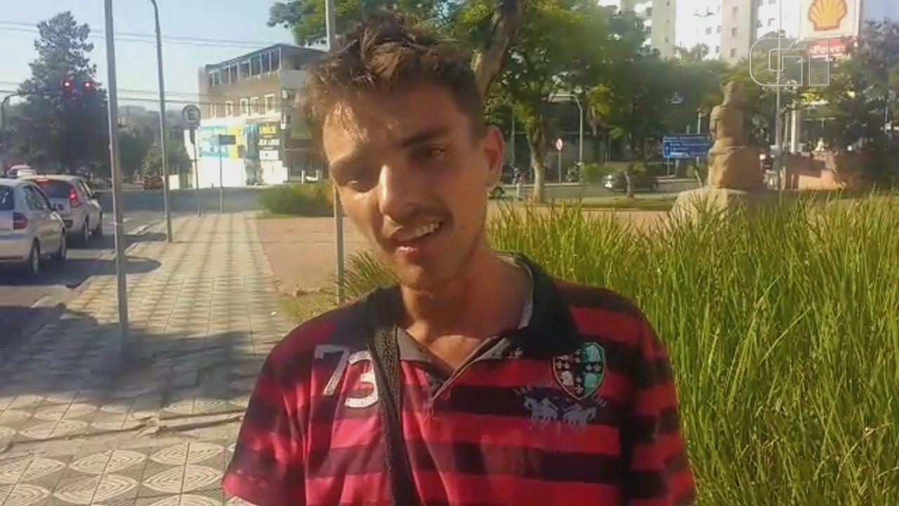 Viciado em drogas, jovem que vive nas ruas faz apelo em vídeo: 'Não consigo sair'