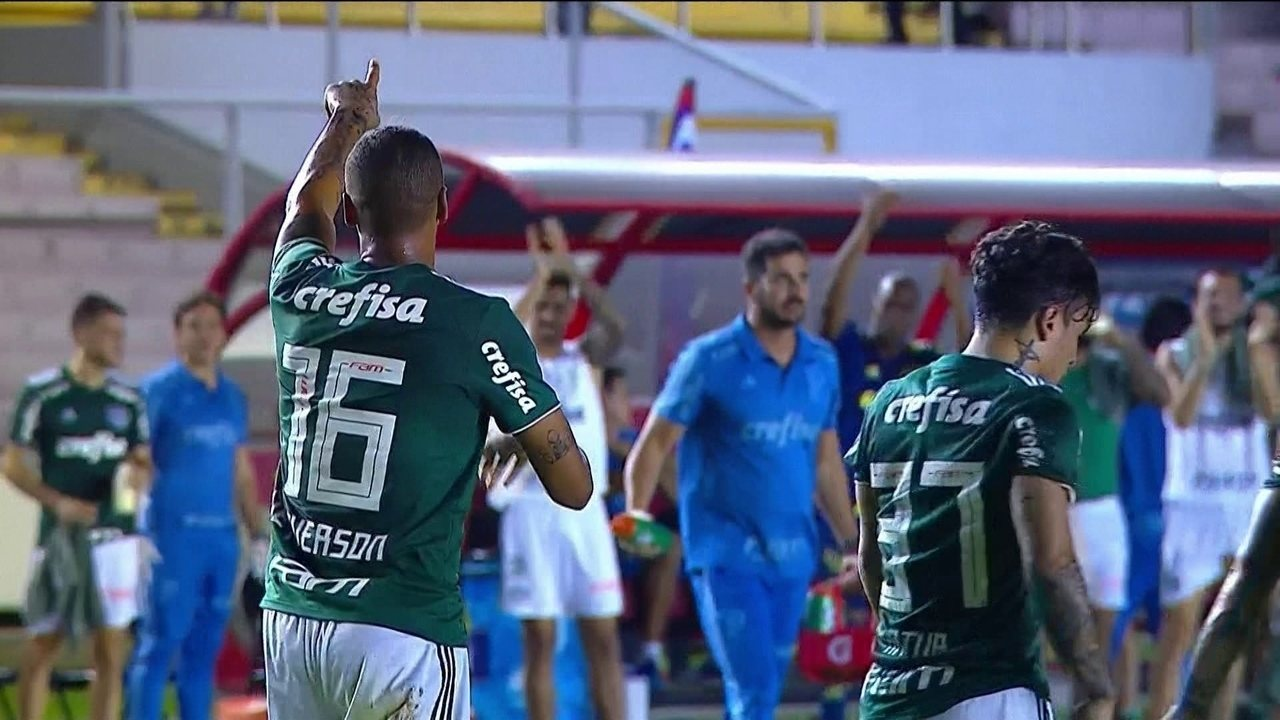 Gol do Palmeiras! Defesa colombina vacila e Deyverson não perdoa, aos 18 do 2º