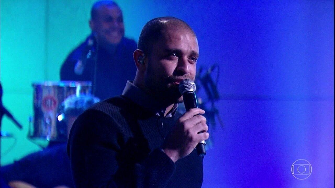 Diogo Nogueira canta 'Codinome Beija-Flor'