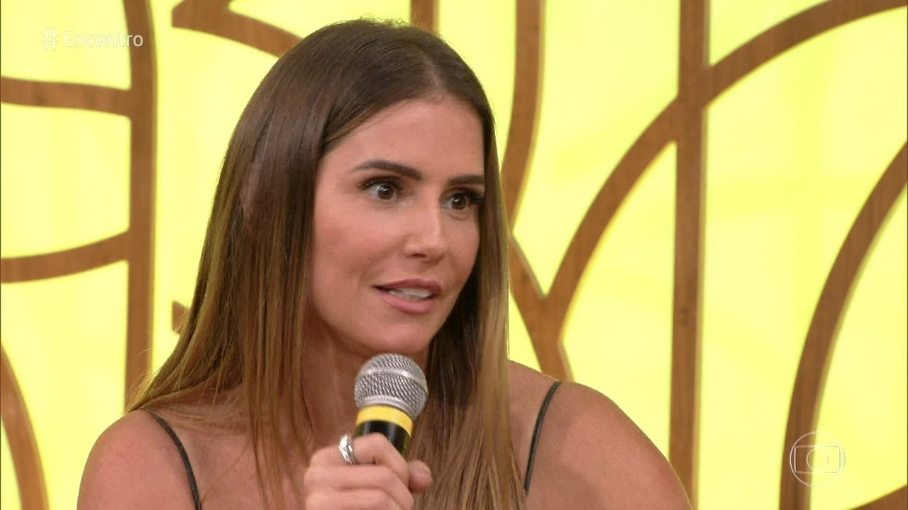 Deborah Secco fala do 'timing' da maternidade