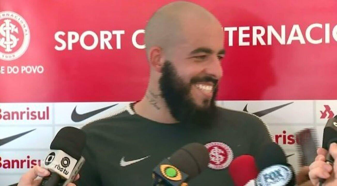 Danilo Fernandes elogia ambiente do Inter na preparação em Atibaia