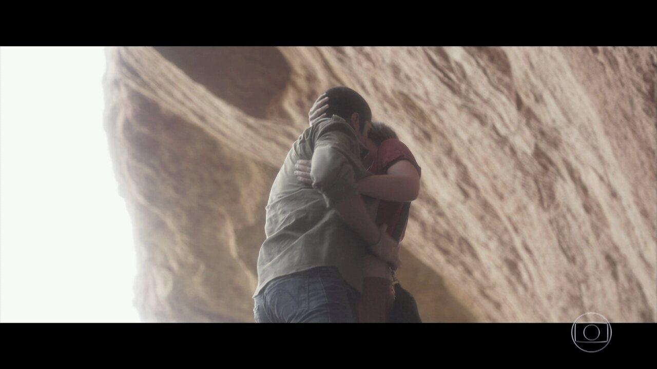 Hermano e Maria chegam na gruta