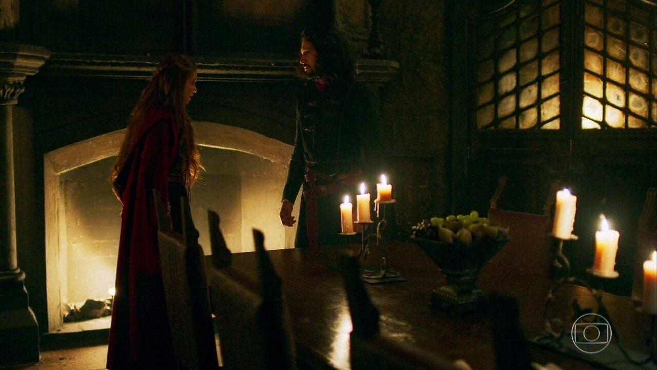 Afonso explica para Amália que não se lembra do que aconteceu com Catarina