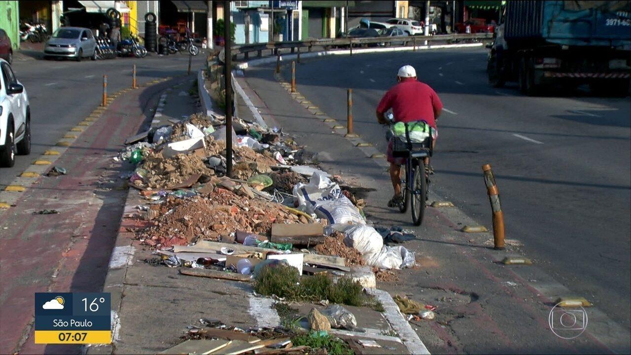 Ciclovias da Capital têm lixo, falta de manutenção e motoristas desrespeitam o espaço