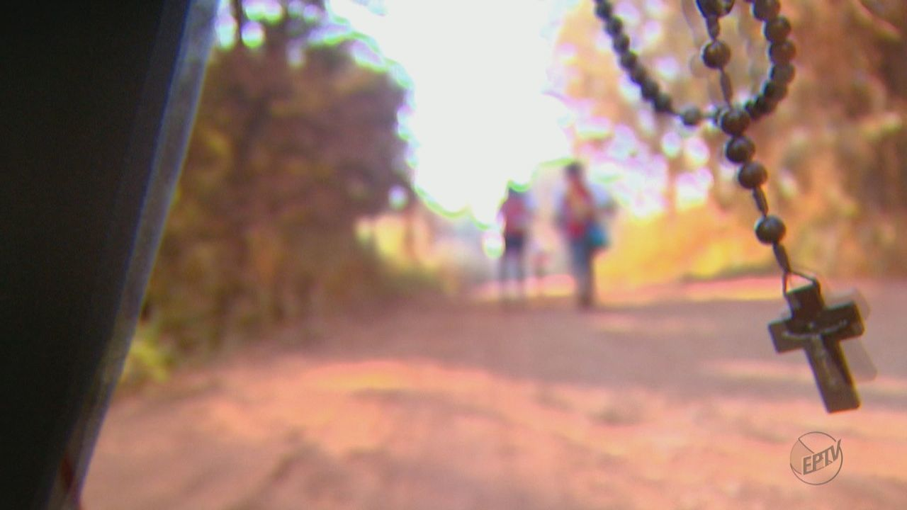 Peregrinos aproveitam a folga prolongada para fazer o caminho da fé em Tambaú