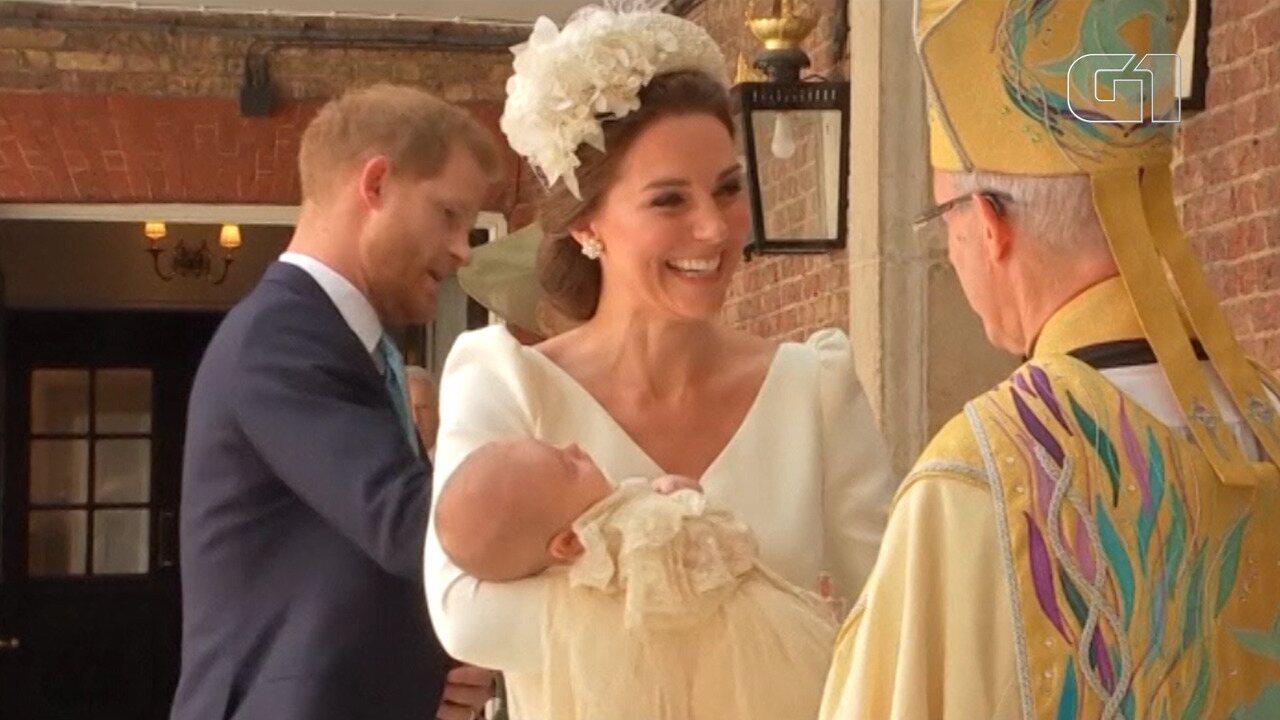Príncipe Louis é batizado em Londres