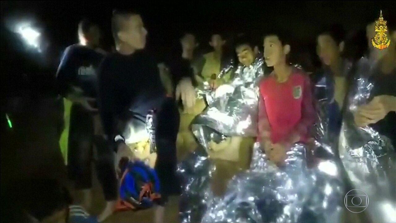 Todos são retirados da caverna inundada na Tailândia