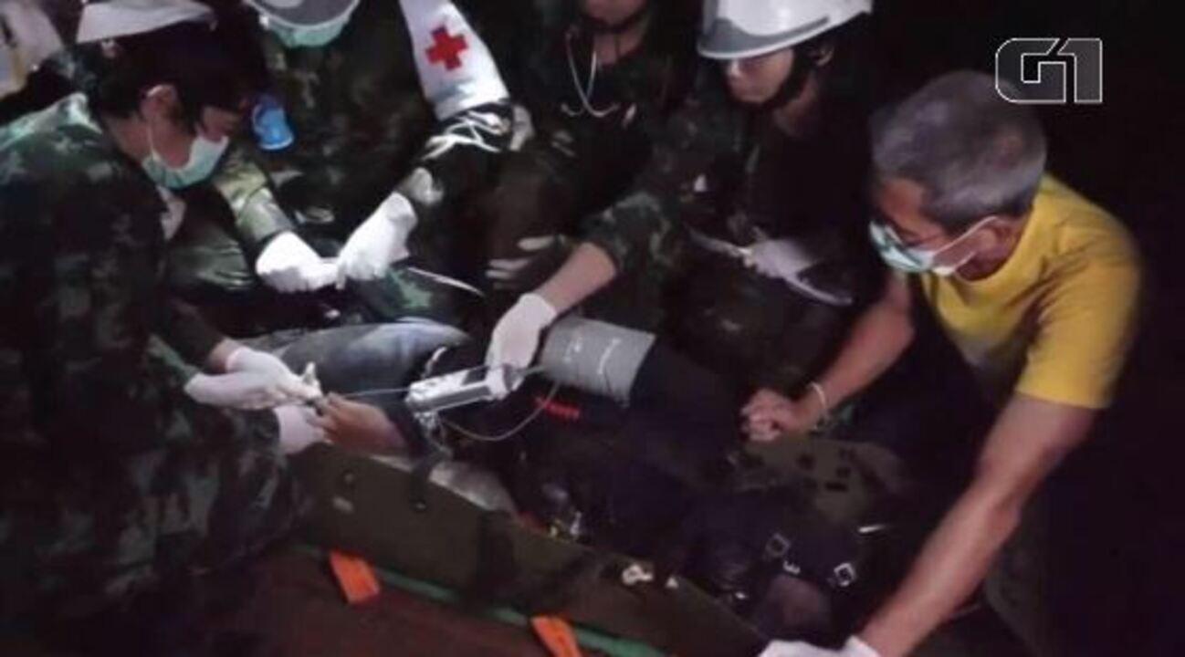 Vídeo mostra resgate de meninos dentro da caverna na Tailândia