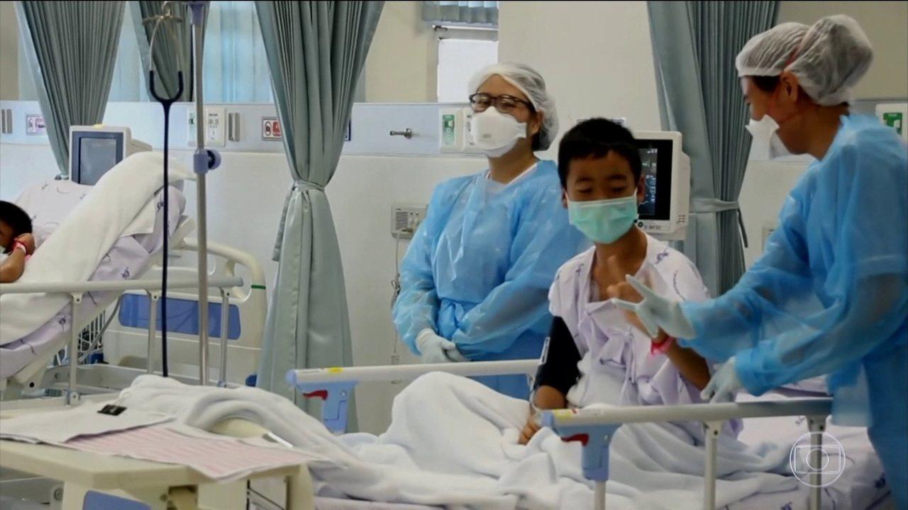Meninos resgatados na Tailândia estão isolados em hospital para evitar contaminação