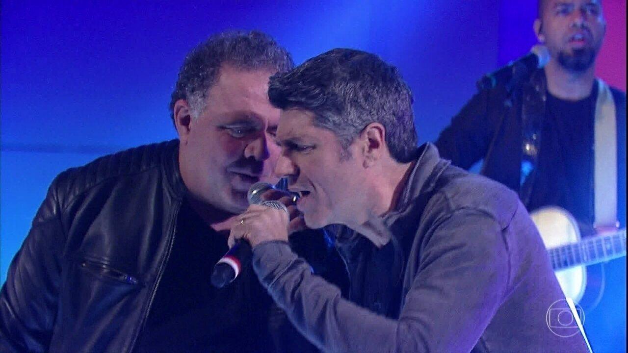Leoni e Leo Jaime cantam 'Por Que Não Eu?'
