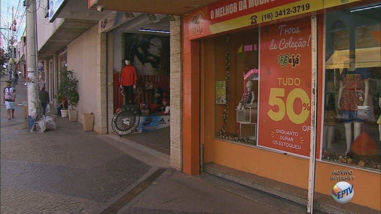 Comerciantes de São Carlos fazem promoções com até 70% de desconto