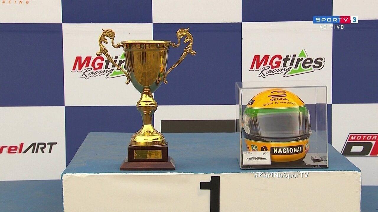 Troféu e capacete históricos de Ayrton Senna são expostos no Brasileiro de Kart