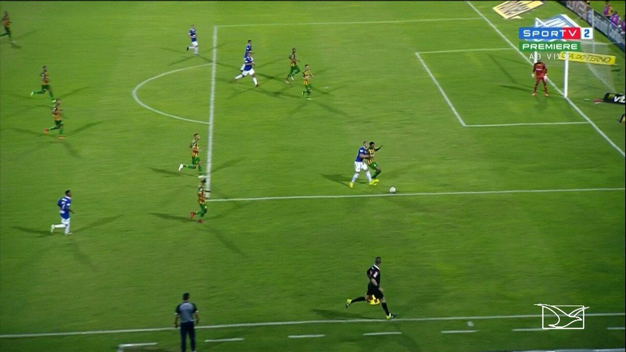 Pelo CSA, Walter marca belo gol no duelo com Sampaio, dia 14 de julho de 2018: foi o último antes da suspensão
