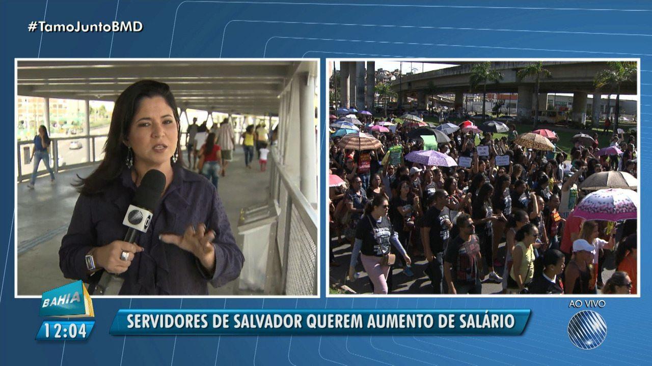 Servidores da prefeitura protestam na Avenida ACM, em Salvador
