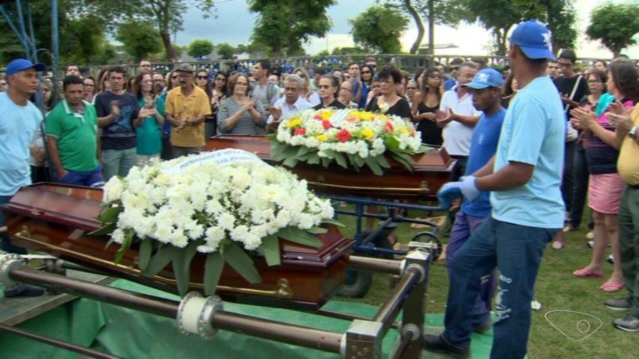 Casal capixaba que morreu na BR-060 é enterrado no ES
