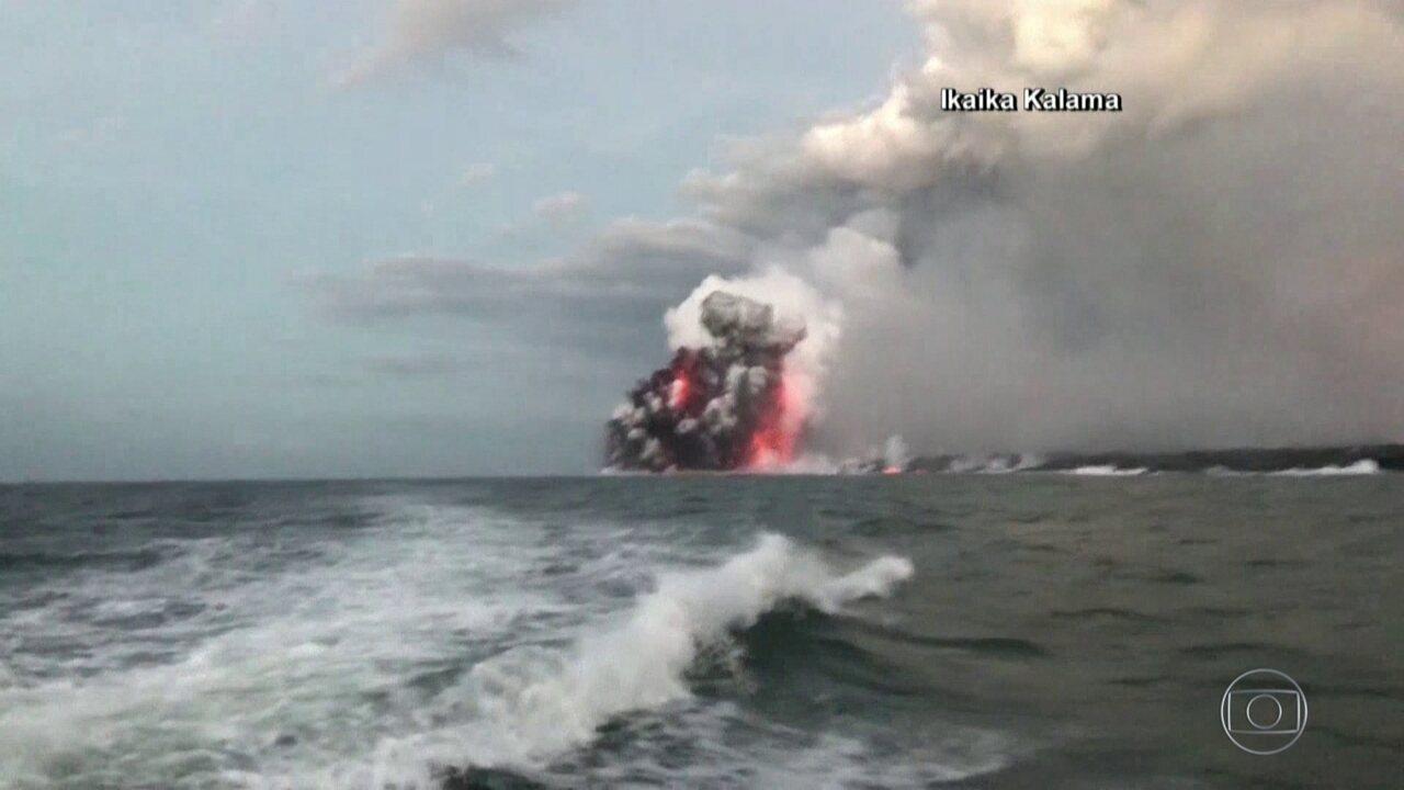 Explosão de lava atinge barco cheio de turistas no Havaí