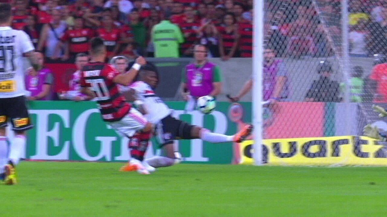 Paquetá chuta, Sidão dá rebote e Uribe perde aos 20 do 2º tempo