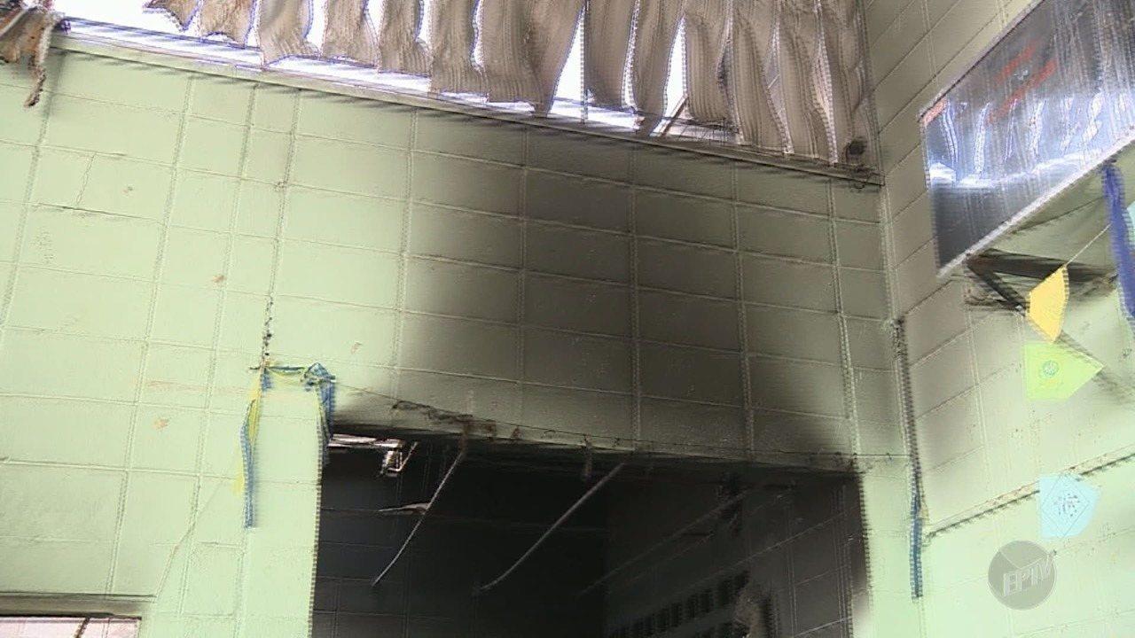 Escola municipal é alvo de vandalismo e incêndio durante a madrugada em Vinhedo