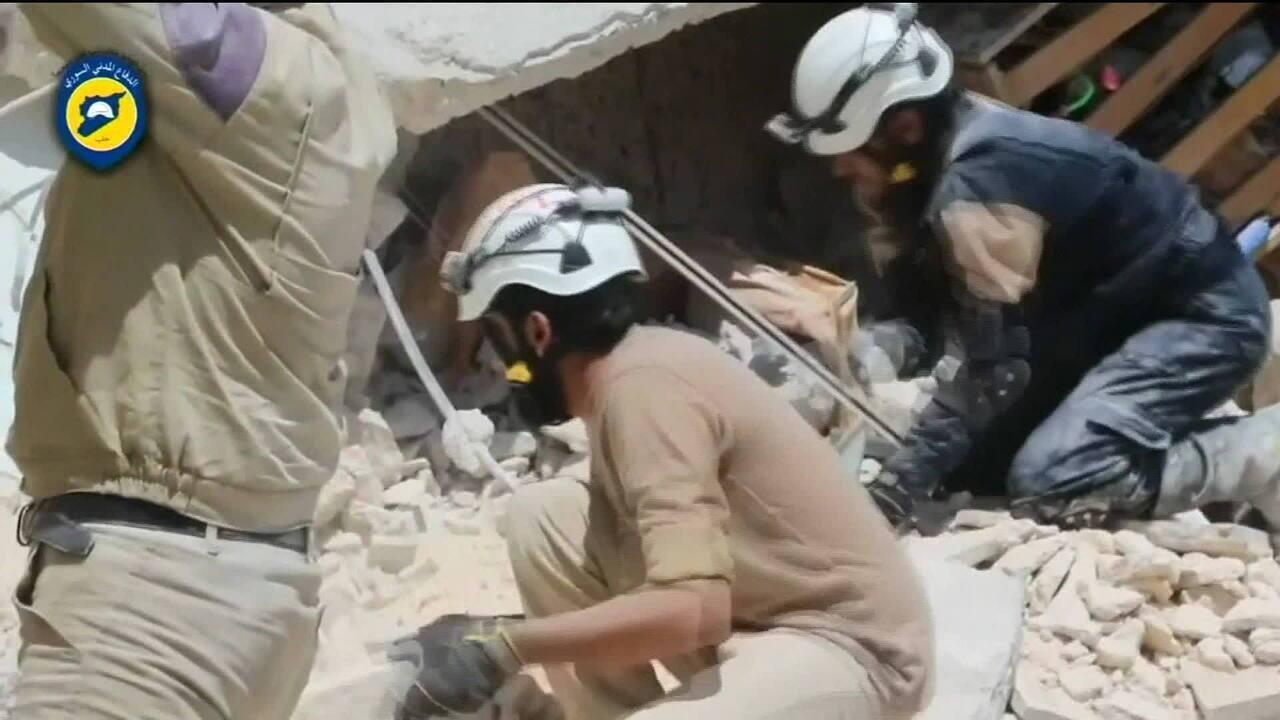 Capacetes brancos são retirados de área de conflito na Síria