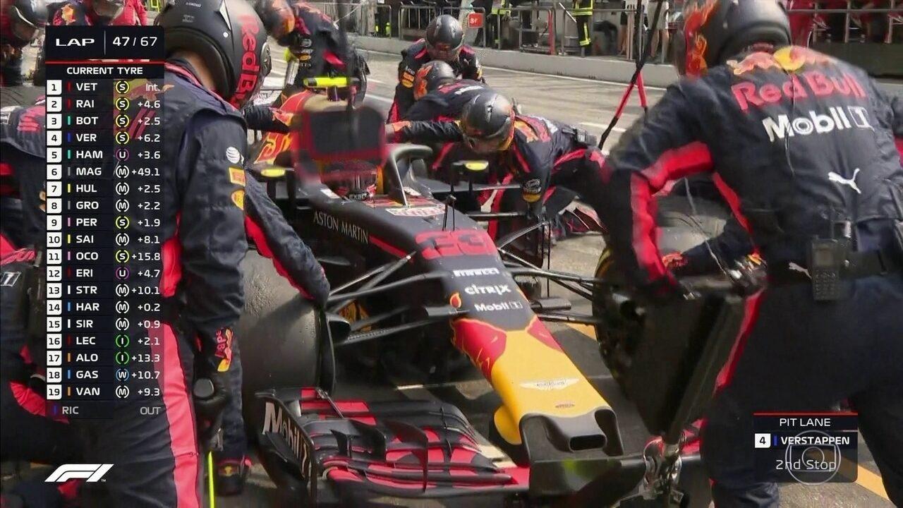 Verstappen para nos boxes no GP da Alemanha