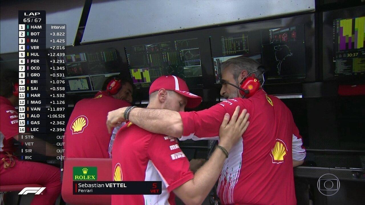 Vettel pede desculpas para a equipe da Ferrari após abandonar a prova