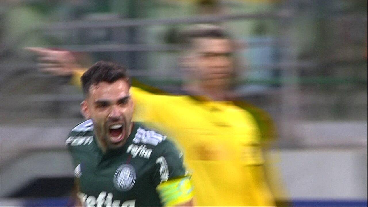 Gol do Palmeiras! Bruno Henrique Cobra falta com perfeição e marca, aos 30 do 2º tempo