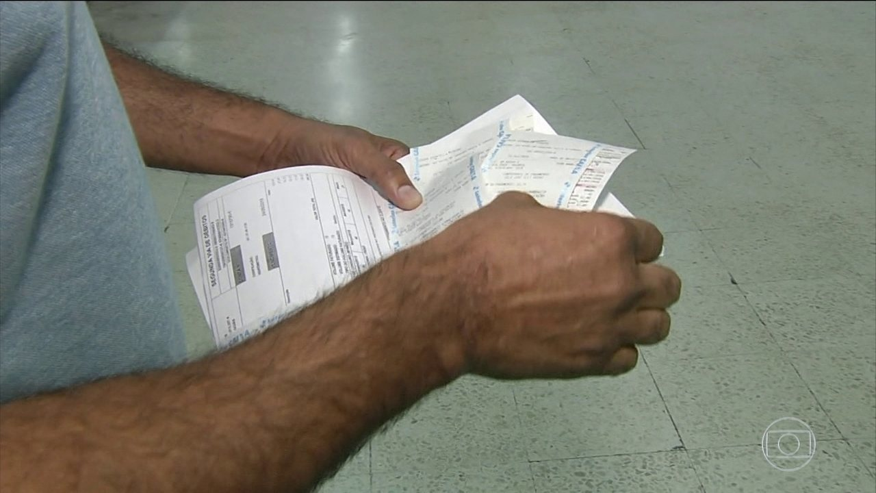 Mais de 13% dos brasileiros tiram dinheiro da poupança para pagar contas do dia-a-dia