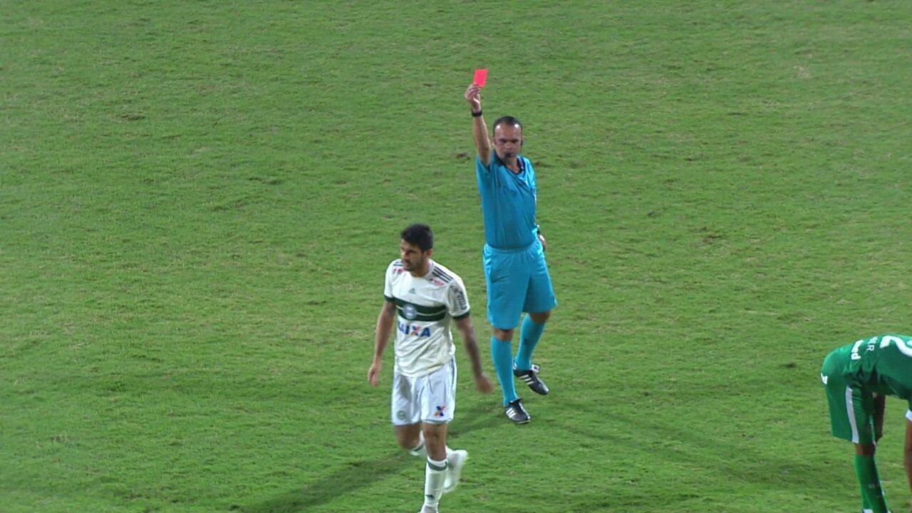 Bruno Moraes é expulso pelo Coritiba contra o Goiás