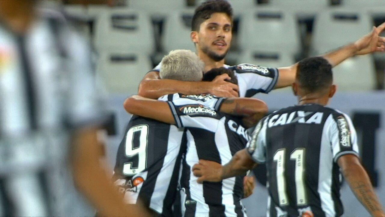O gol de Botafogo 1 x 0 Chapecoense pela 15ª rodada do Brasileirão 2018
